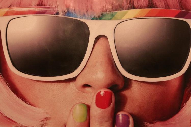 girl-portrait-carnival-retro-46244